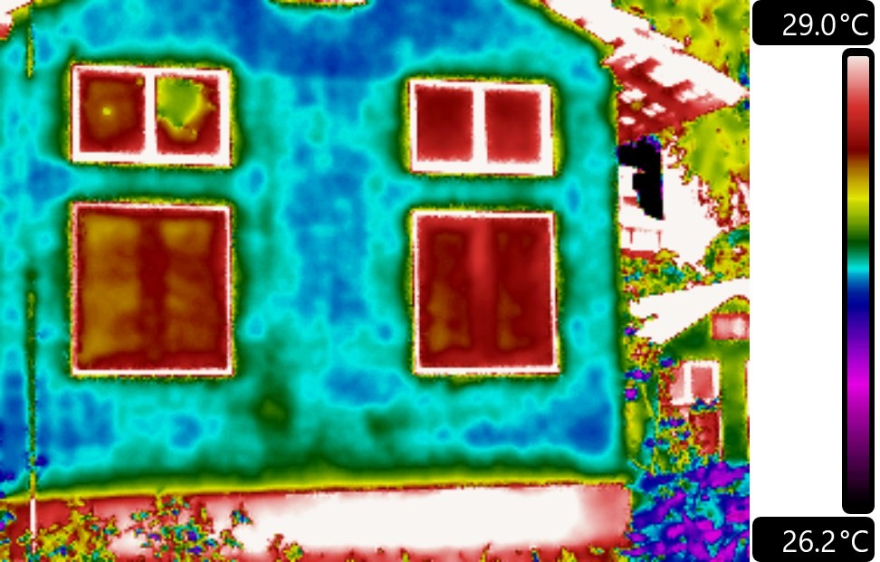 Thermal anomaly observed on facade surface, indicating presence of moisture